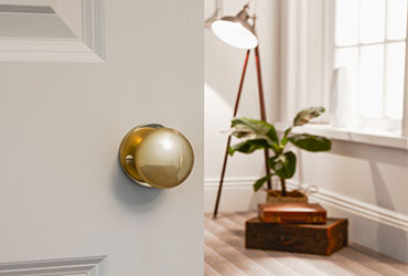 How to Replace a Door Knob in 10 Steps